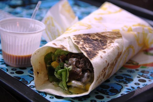 Burrito Luiz Miguel: carne, legumes e temperos.