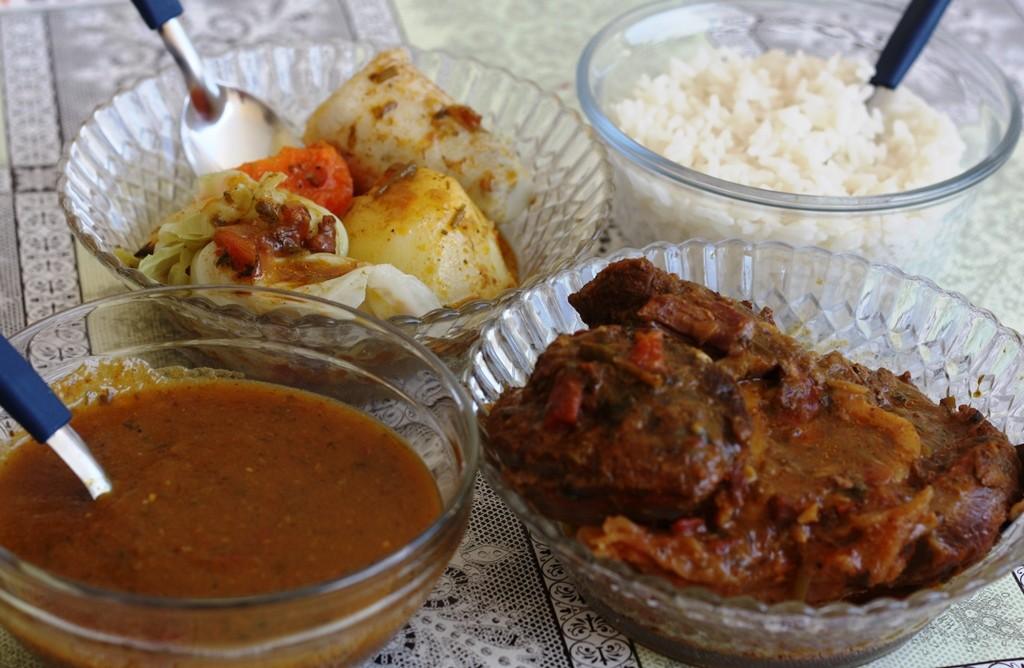 Para uma pessoa: O clássico cozido com osso buco (chambaril) e legumes