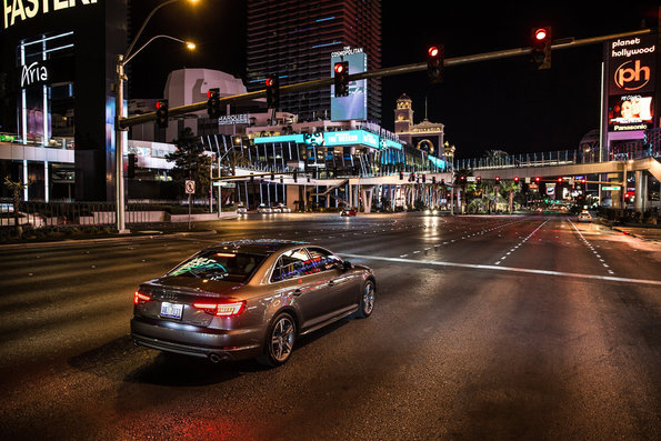 If you know in advance when a traffic light will switch from red to green, your driving is more relaxed and efficient. Audi is the first automobile brand to connect the car to the city infrastructure – an important step towards autonomous driving.