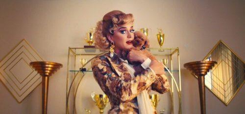 Katy Perry e sua cachorrinha estouram o fofurometro em novo clipe; assista